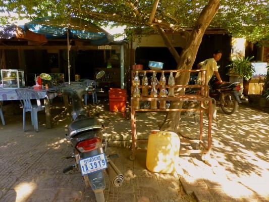 Restaurant, gas station, moto